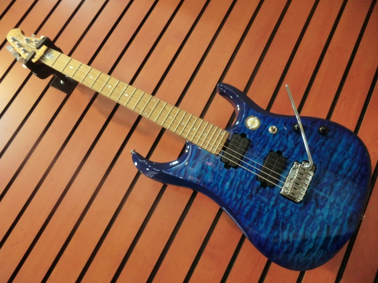 Sterling by MUSIC MAN JP150/NBL